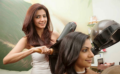 Design your Career as a Beautician or Cosmetologist